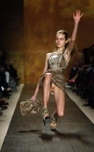 170430-a-model-slips-and-falls-while-presenting-a-creation-from-the-herve-leg