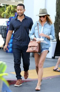 27557E5400000578-3028264-Joined_at_the_hip_John_Legend_and_wife_Chrissy_Teigen_were_spott-a-2_1428378466135