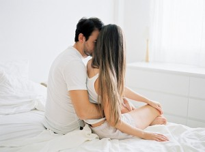 Couple-session-in-bed-from-Mireia-Cordomi_0003