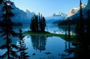 scenic-view-of-maligne-lake-in-jasper-raymond-gehman