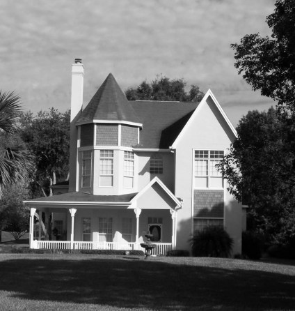 VictorianLakeHouse