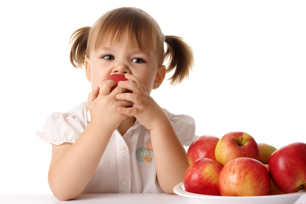 kid-eats-an-apple.jpg